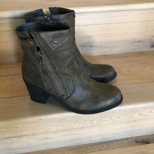 Crown vintage brown boots, size 10